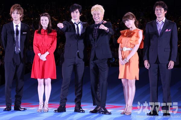 左から三浦翔平、加藤あい、伊藤英明、佐藤隆太、仲里依紗