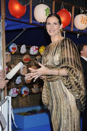 ジュリア・ロバーツ、日本の祭りを楽しむ…の巻