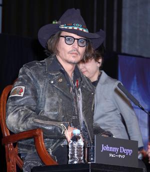 ジョニー・デップ『ダーク・シャドウ』来日会見