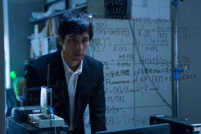 西島秀俊主演『ゲノムハザード ある天才科学者の5日間』