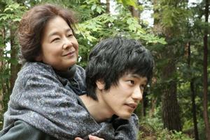 映画『家路』の松山ケンイチと田中裕子