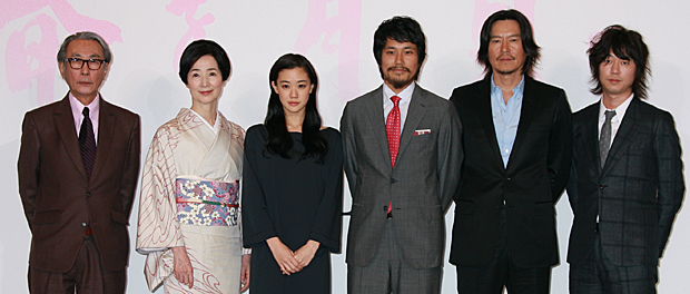 映画『春を背負って』完成披露記者会見