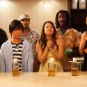 サケボム(酒爆弾)は、米国産清酒の一気飲みスタイルのこと、映画『サケボム』より