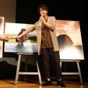 佐藤健が指で示しているのはゾウ!写真集「ALTERNATIVE」発売記念トークイベントにて