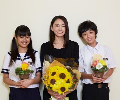 恒松祐里さん、新垣結衣さん、下田翔大さんクランクアップ写真