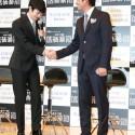 織田裕二と瀬戸康史、握手