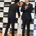 織田裕二と板尾創路、握手