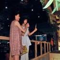 トリンドル玲奈×篠田麻里子が笑顔でニコニコ神社参拝