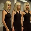 映画『トランスポーター イグニション』3人の黒いワンピースの金髪女性