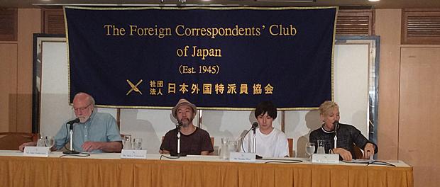 1945年設立の日本外国特派員協会で映画『野火』試写会