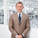ダニエル・クレイグ、ボンド時計の工場を見学