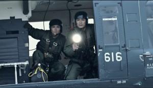 映画『天空の蜂』自衛隊員・上条(永瀬匡)らによる上空の救出作戦