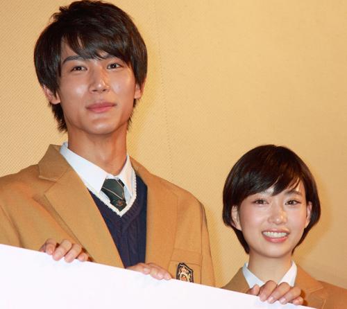 中川大志、森川葵は映画『通学シリーズ 通学途中』で共演