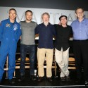 左からドリュー・フォイステル、マット・デイモン、リドリー・スコット監督、アンディ・ウィアー、ジム・グリーン博士