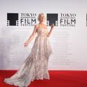 ヘレン・ミレンはバッジェリーミシュカ(Badgley Mischka)のドレス、Boucheron(ブシュロン)のイヤリングで登場