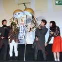 佐藤健、神木隆之介、小松菜奈、桐谷健太4人で久寿玉を割る!