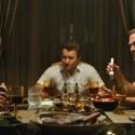 デヴィッド・ハーバーとジョニー・デップが対峙、映画『ブラック・スキャンダル』より