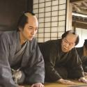 妻夫木聡と阿部サダヲ、映画『殿、利息でござる!』(中村義洋監督)より
