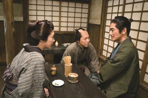 阿部サダヲと瑛太と竹内結子、映画『殿、利息でござる!』(中村義洋監督)より