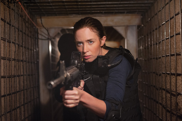 エリートFBI捜査官ケイト(エミリー・ブラント)、映画『ボーダーライン』(ドゥニ・ヴィルヌーヴ監督)より
