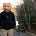 豚の仮面をかぶった子ども、映画『スナッチャーズ・フィーバー』(ジェイ・ダール監督)より
