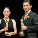 深津絵里と本木雅弘、2015年 第89回キネマ旬報ベスト・テン表彰式にて