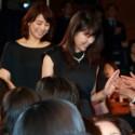 石田ゆり子と有村架純、ハイタッチしつつ入場