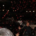 野村周平紅葉が舞う中で手を振る、映画『ちはやふる -上の句-』完成披露レッドカーペット