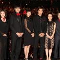 映画『ちはやふる -上の句-』完成披露試写会舞台あいさつは黒衣装に赤いワンポイントでキメ!