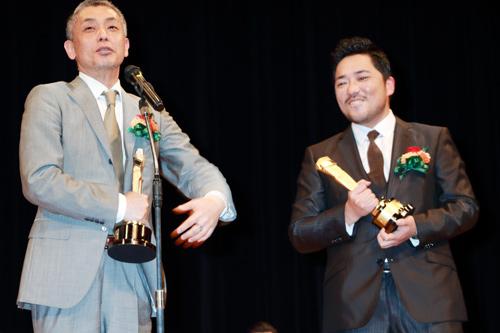 橋口亮輔監督と篠原篤、第89回キネマ旬報ベスト・テン表彰式にて