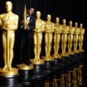 第88回アカデミー賞授賞式ホストのクリス・ロックとオスカー像