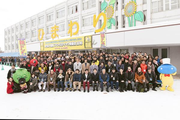 豪華ゲストが大集合の雪上フォトセッション @北海道・合宿の宿ひまわり前