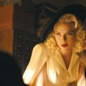 お色気たっぷりの若手女優(スカーレット・ヨハンソン)、映画『ヘイル、シーザー!』(ジョエル&イーサン・コーエン監督)より