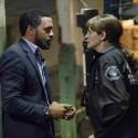 FBI捜査官のレイ(キウェテル・イジョフォー)と検察局捜査官のジェス(ジュリア・ロバーツ)、映画『シークレット・アイズ』(ビリー・レイ監督)より