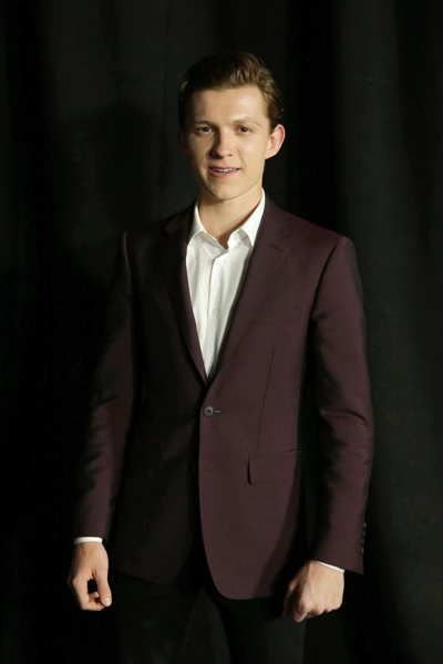 主人公ピーター・パーカー/スパイダーマン役を演じるのは19歳の新進気鋭の英国俳優トム・ホランド