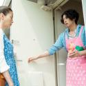 銭湯「幸の湯」の主・幸野一浩役のオダギリジョーのエプロン姿、映画『湯を沸かすほどの熱い愛』より