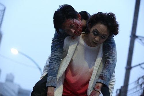 須賀健太(アカ)と竜星涼(ドラ)、映画『シマウマ』(橋本一監督)より