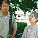 篠田淑子(樹木希林)と長男の篠田良多(阿部寛)、映画『海よりもまだ深く』(是枝裕和監督)より