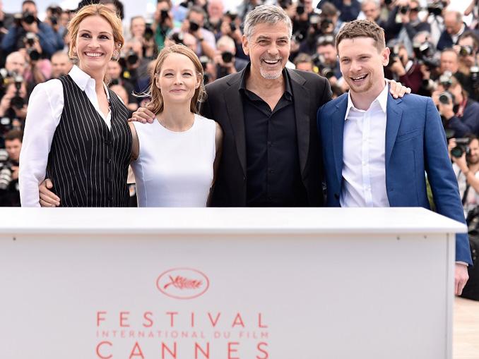 ジュリア・ロバーツ、ジョディ・フォスター監督、ジョージ・クルーニー、ジャック・オコンネル、映画『マネーモンスター』第69回カンヌ国際映画祭フォトコールにて