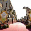 映画『アリス・イン・ワンダーランド/時間の旅』USプレミア会場El Capitan Theatre前に豪華レッドカーペット