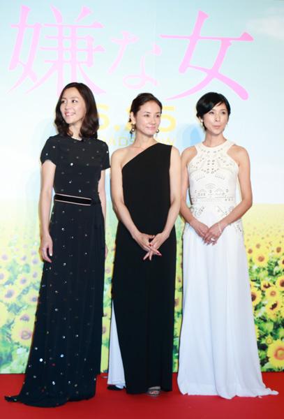 吉田羊、木村佳乃、黒木瞳監督のロングドレス全身写真、映画『嫌な女』完成披露プレミア試写会フォトコールにて