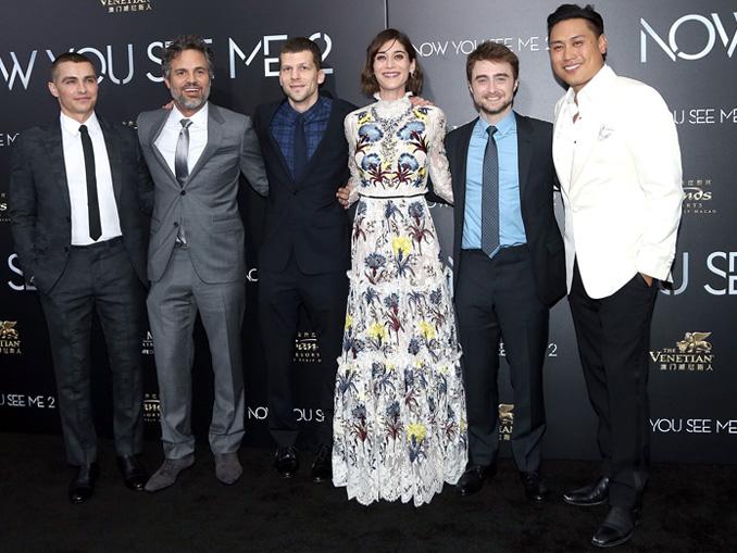 (左から)フランコ、ラファロ、アイゼンバーグ、キャプラン、ラドクリフ、チュウ、映画『グランド・イリュージョン 見破られたトリック』N.Y.ワールドプレミアにて