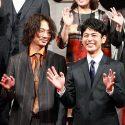 妻夫木聡を見つめる綾野剛、映画『怒り』完成報告会見にて