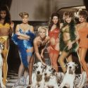 犬×美女のシーンも。映画『ホドロフキーの虹泥棒』(アレハンドロ・ホドロフスキー監督)より