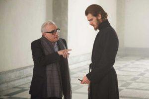 マーティン・スコセッシ監督(左)とアンドリュー・ガーフィールド、映画『沈黙-サイレンス-』(マーティン・スコセッシ監督)撮影現場にて