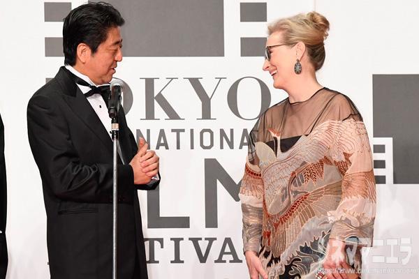 安倍晋三内閣総理大臣と女優のメリル・ストリープ