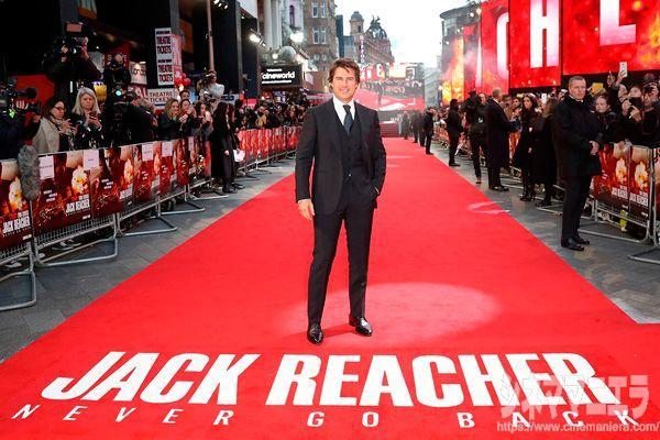 トム・クルーズ、映画『ジャック・リーチャー NEVER GO BACK』ロンドンプレミアのレッドカーペットにて