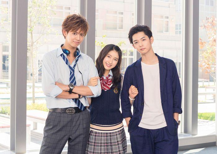 左から片寄涼太、土屋太鳳、千葉雄大、映画『兄に愛されすぎて困ってます』撮影現場にて
