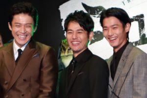 満面の笑み、左から小栗旬、妻夫木聡、野村周平、映画『ミュージアム』ジャパンプレミアにて