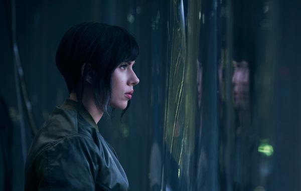 スカーレット・ヨハンソン演じる少佐、映画『GHOST IN THE SHELL ゴースト・イン・ザ・シェル』より